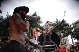 VULVA QUAE SERA TAMEN. Performance com Sara Panamby e Filipe Espindola (imagem Tina Beskow)